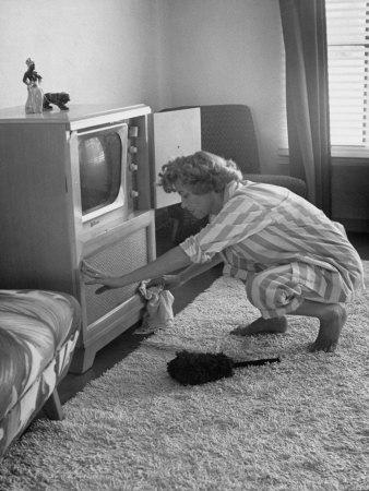 Nina-leen-television