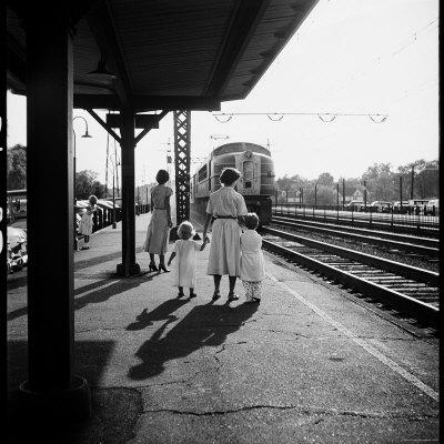 Nina-leen-train-station