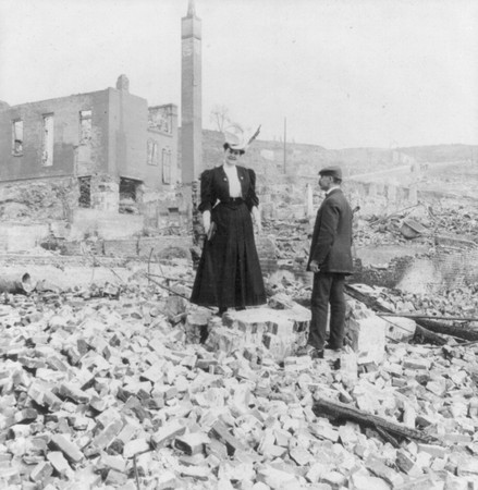 San francisco 1906_man_and_woman_in_rubble